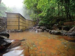 【露天風呂】松川国有林に源泉を持つ単純硫黄泉の岩造り露天を愉しむ