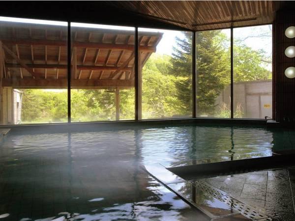 【大浴場】とろみのある滑らかな温泉。「美人の湯」ともいわれる