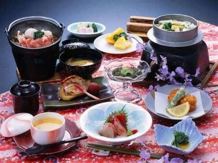 【夕食/例】調理長おまかせ会席。旬の美味や郷土の味をご提供