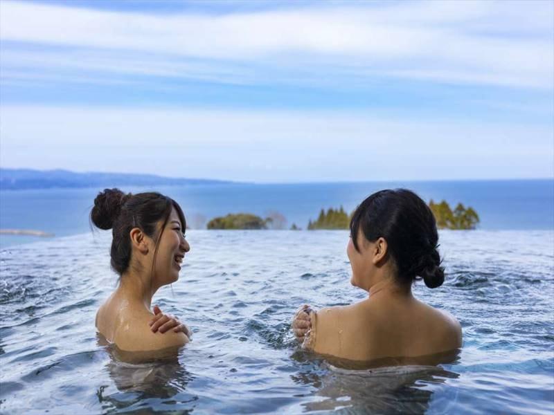 露天風呂を満喫!湯に浸かりながらの景色は格別