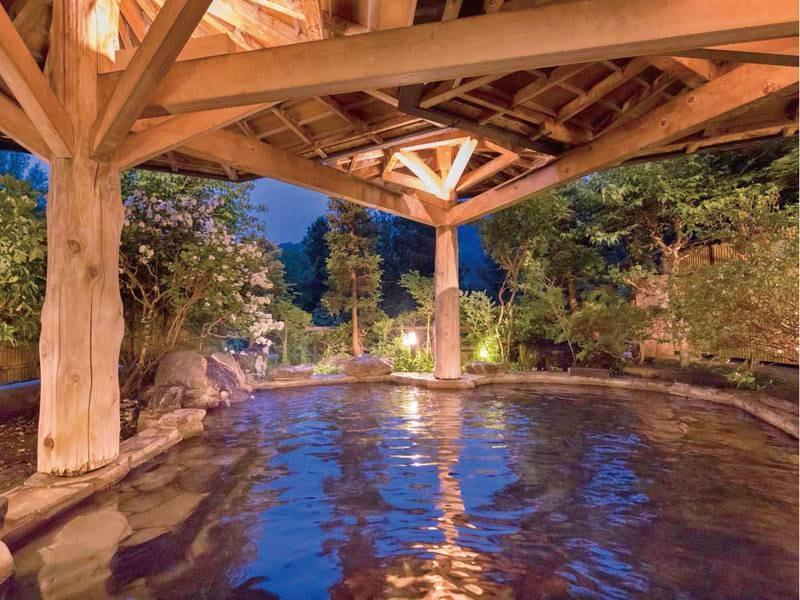 【露天風呂(ホテル紅葉館)】豊かな自然と心地よい解放感にあふれる空間
