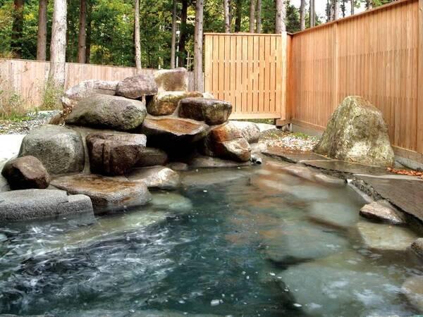 【露天風呂】静けさ漂う森林を眺めながら安らぎのひと時を