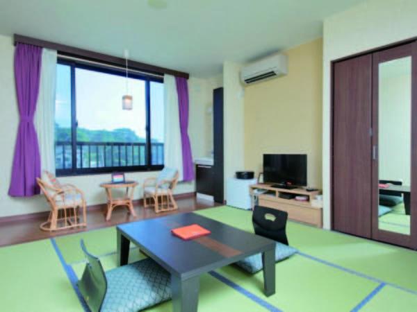 【海側和室/例】純和風のお部屋。窓から聞こえる波音が心地よい。