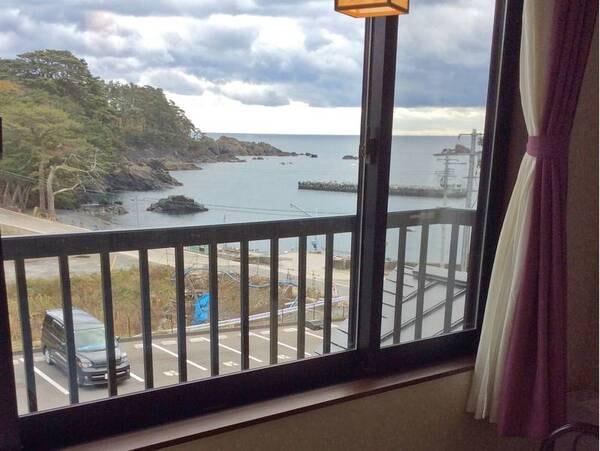 【海側和室/例】 客室からは碁石海岸がみえる