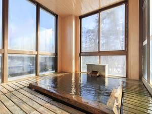 【檜風呂】風情あるヒノキの浴槽でも温泉を満喫