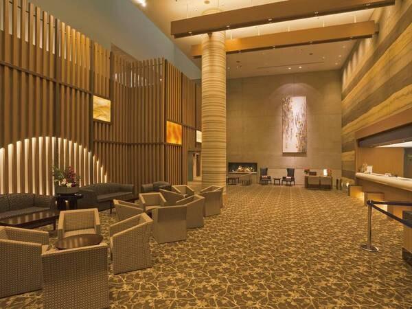 【エントランス】リニューアルされ、落ち着いた雰囲気のホテル館内
