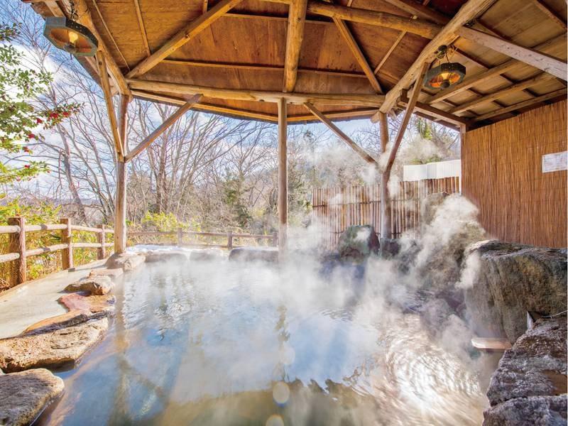 【山沿い露天風呂】季節や時刻で刻々と変わる風景を楽しむ