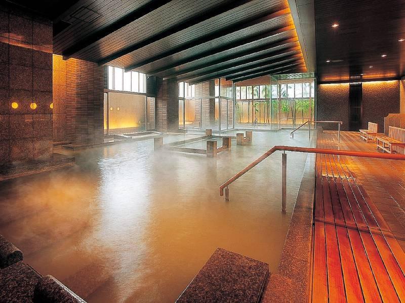 【「芭蕉の湯」大浴場】外気や温度などにより変化する湯色多彩な神秘の湯を体験!