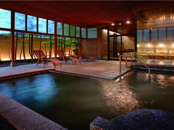 【「芭蕉の湯」露天風呂】とろりとした化粧水のような湯を、様々な湯殿で堪能