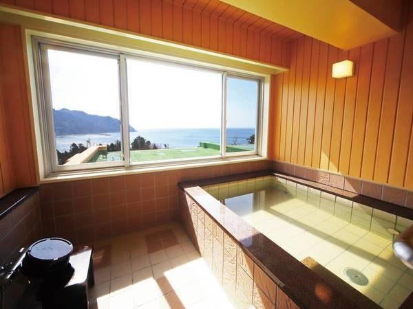【貸切風呂】窓から海が臨める