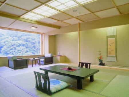 【12.5畳東館和室/例】四季折々の景色を望むお部屋
