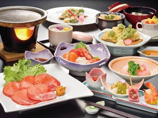 【和食】季節のごちそう膳例/月替わりのメニューをご用意。