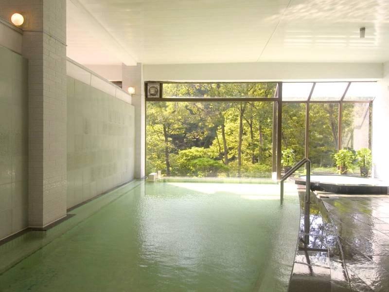 【大浴場】地下800mから湧き出る肌ざわり柔らかな源泉を使用