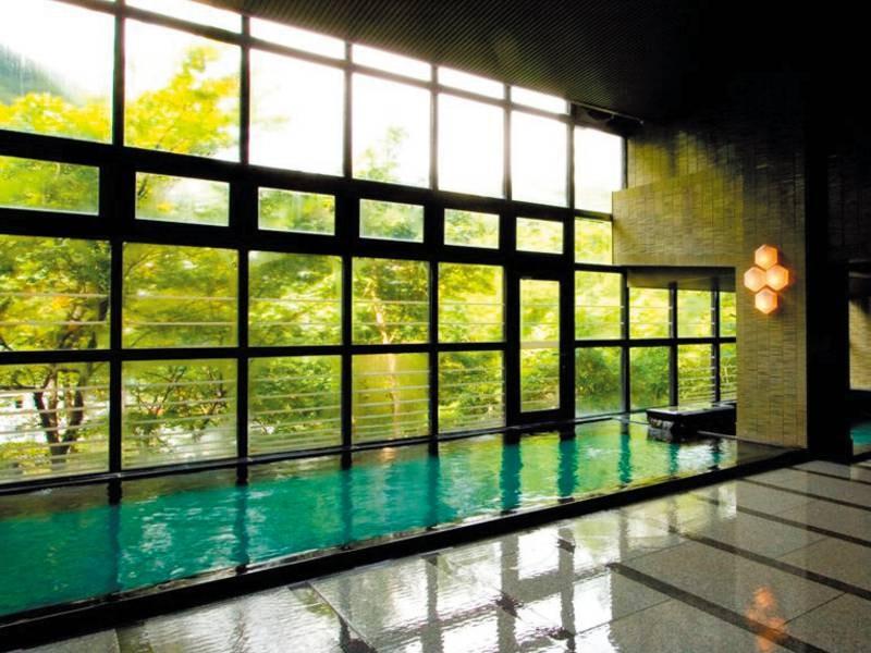 【不二の湯(婦人)】ひと風呂3年「延寿の湯」といわれる大浴場