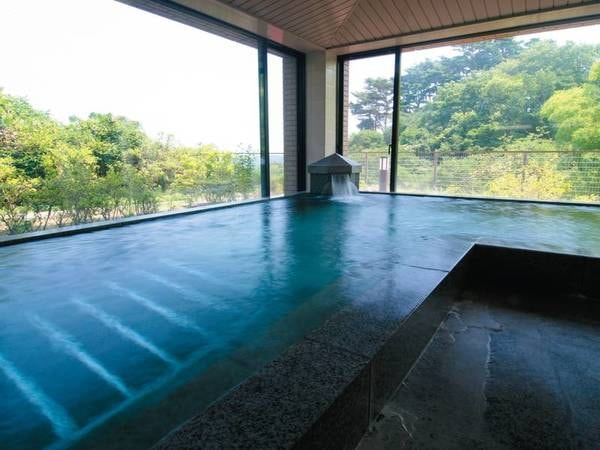 【オーシャンバス(大浴場)】遠くに松島海岸の絶景を眺める