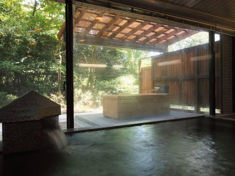 【ガーデンバス(中浴場)】※檜の露天風呂は土日のみ利用可能