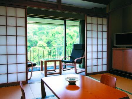 [客室/例] ゆったり10畳の広さの和室からは松島海岸が眺められる