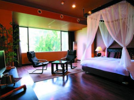 [客室/例] バリ風または南国風の雰囲気の、広さ40㎡のスイートルームへご案内