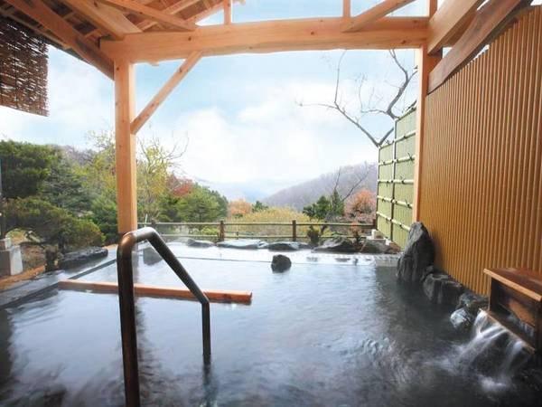 【露天風呂「陽光の湯」】静寂の山の中、雄大な自然を眼下に望む