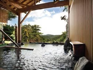 【露天風呂/青根の湯】青根の自然を眺めながら、心地良い風を感じて頂ける。開放的な露天風呂。