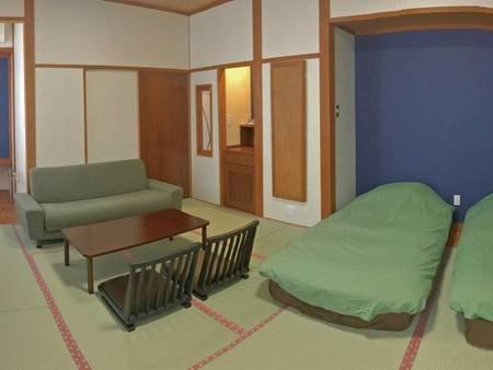 【リニューアル客室/例】トイレありのリニューアル客室‼バリ風の家具が魅力的。