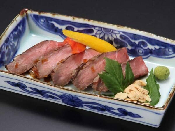 メイン料理の肉料理を『ステーキ』『牛バラ肉の柔らか煮』『手づくりハンバーグ』の3種類から選択可/一例