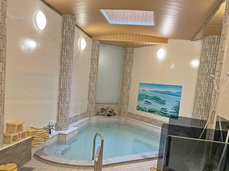 【大浴場(女湯)】レトロな温泉でゆったり♪ ※女性は大浴場のみです。露天風呂はございません