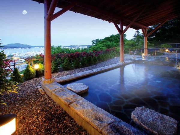 【男性露天風呂/例】気仙沼の海を眺めながら旅の疲れを癒す
