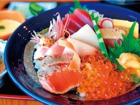 【お部屋で夕食『おこもり』プラン】①海鮮丼 ②お刺身御膳 ③天ぷら御膳 からお選び下さい。