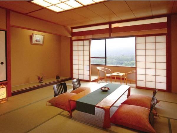 【本館和室/例】12.5畳以上の広々とした本館和室からは蔵王連峰を望む(一例)