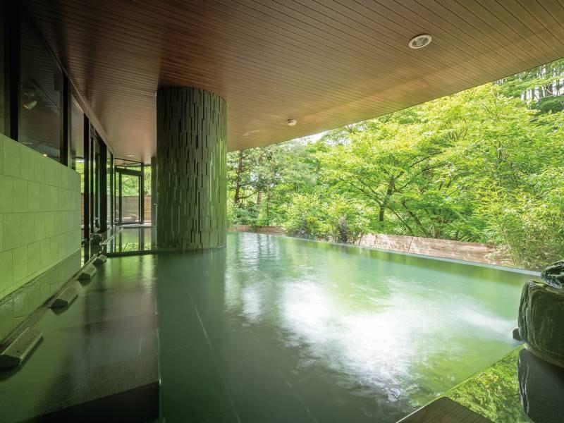 【本館「梵天の湯」】雄大な景観と一体感を感じる、秋保温泉初のインフィニティ風呂