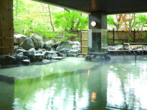 【「伊達の湯」露天風呂】バラエティ豊かで湯量に富んだ贅沢なお風呂