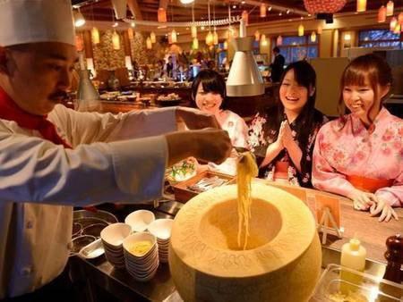 【和洋中バイキング/例】チーズ窯パスタ。できたてを目の前で!