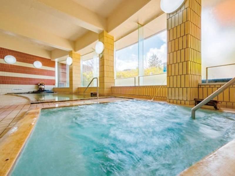 【大浴場】温泉の湯船やジャグジーも完備