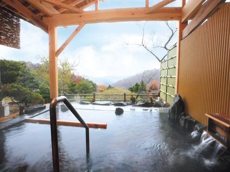 【隣接する「山景の宿流辿」の露天風呂】青根の自然に抱かれてゆったりと