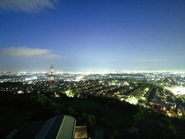 【客室眺望/例】夜は市街地の夜景を望む