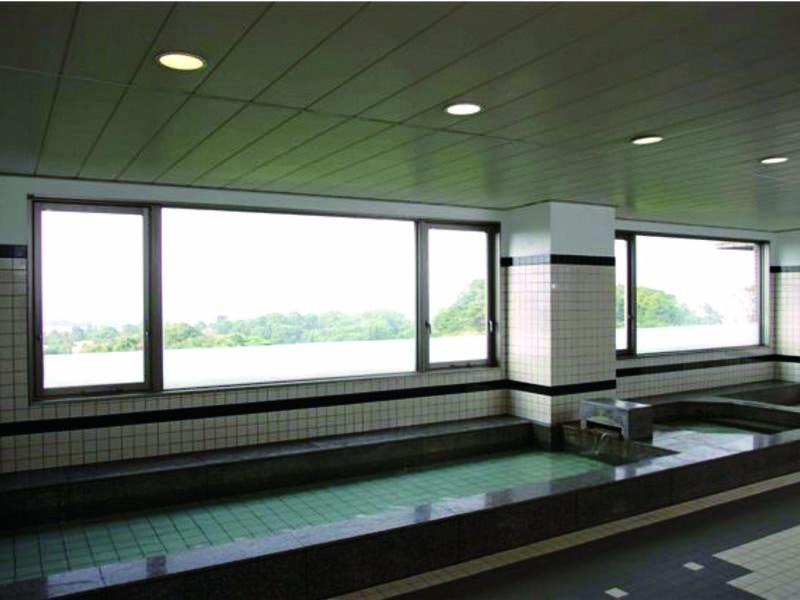 【大浴場】フィットネスクラブ内の大浴場を宿泊者は無料で利用可能