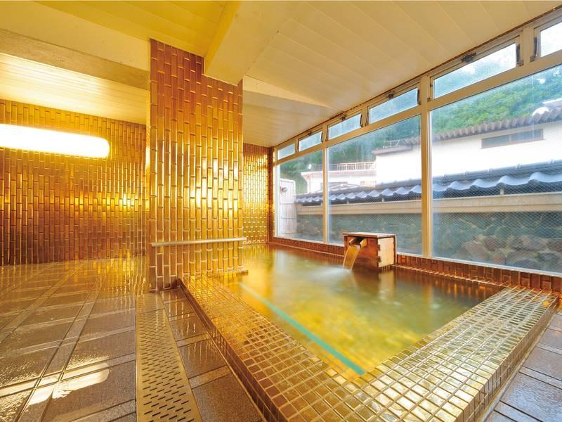 【黄金風呂】テレビで話題に!金色の豪華絢爛なお風呂
