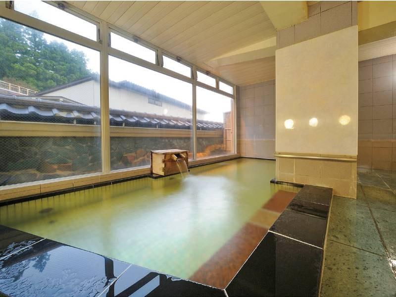 【石風呂】御影石で造られた贅沢な浴槽