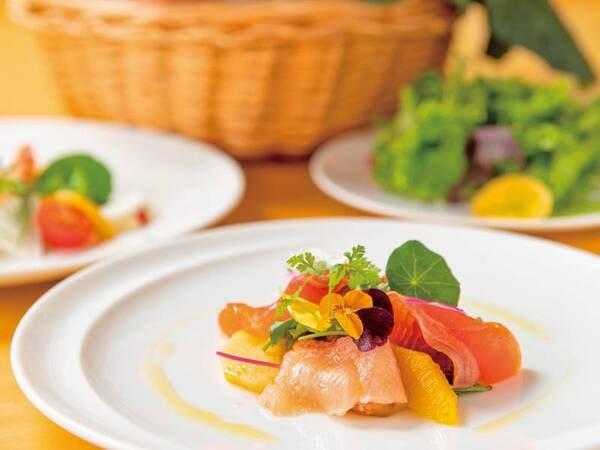 【夕食一例】野菜ソムリエたちがオーダーを受けてから目の前で作るフリーオーダースタイルのプリフィクスディナー