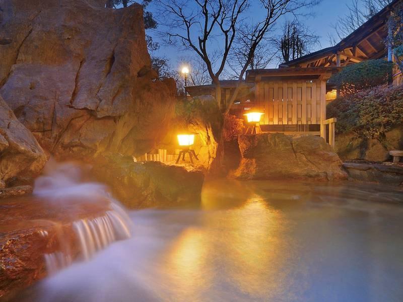 【女性露天風呂「鼎(かなえ)の湯」】地下1,800mから湧き出る温泉を堪能