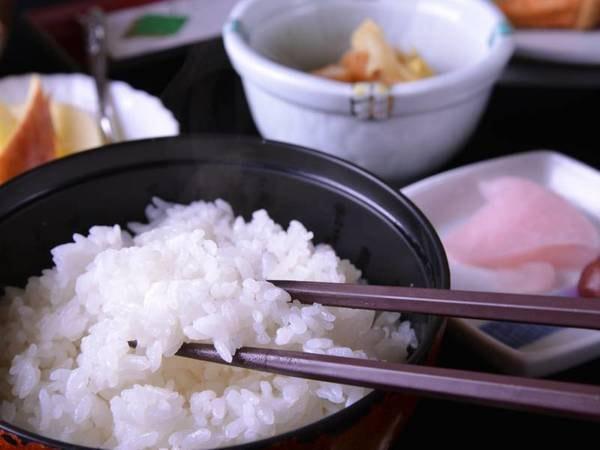 *女将が作る朝ごはん/品質の良いお米でふっくら炊き上げた白米を召し上がれ。