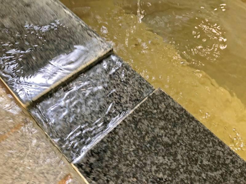 【温泉】溢れ出す湯量