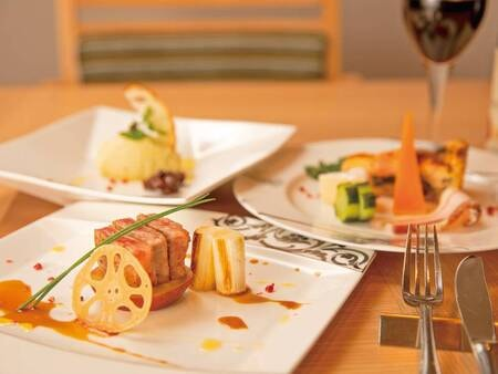 【ディナービュッフェ/例】料理人との会話や鮮やかな手さばきも楽しい旅の想い出に