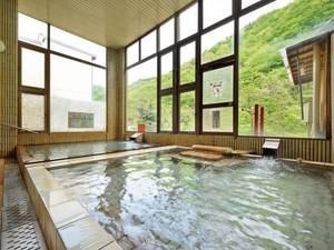 【大浴場】3種の泉質が混ざり合う希少な温泉を体験!