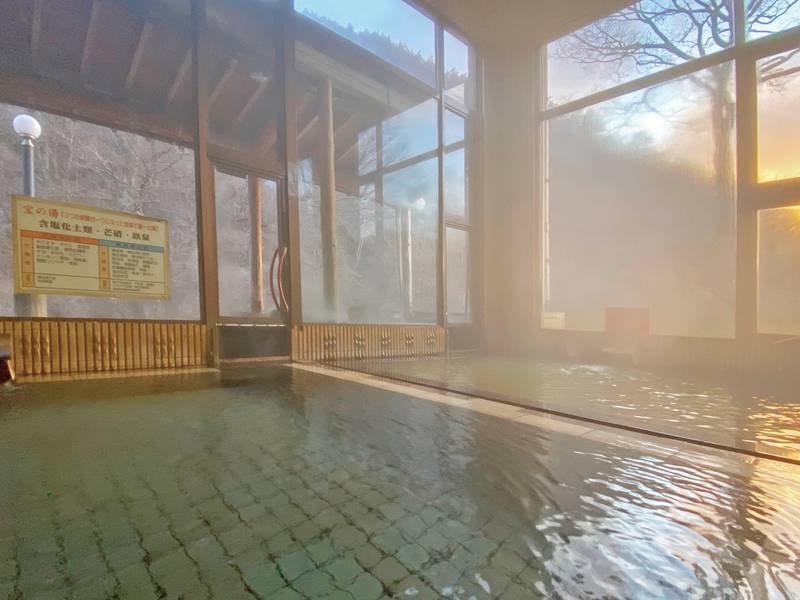 【大浴場】全面窓なので、朝日を眺めてながめながらの入浴もおすすめ!