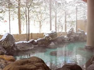【雪見の露天風呂】大湯温泉は800年の昔、大湯川沿いに自然湧出し歴史的にも極めて意義のある温泉の一つです。