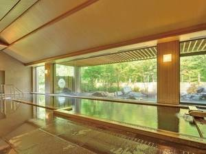 【大浴場】泉質は弱アルカリ性・高温泉。透明で無臭。切り傷、やけど、慢性皮膚炎などに良いと言われている優れた泉質です。