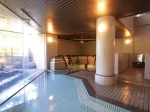 【大浴場】内湯も広々。足を伸ばして寛げる