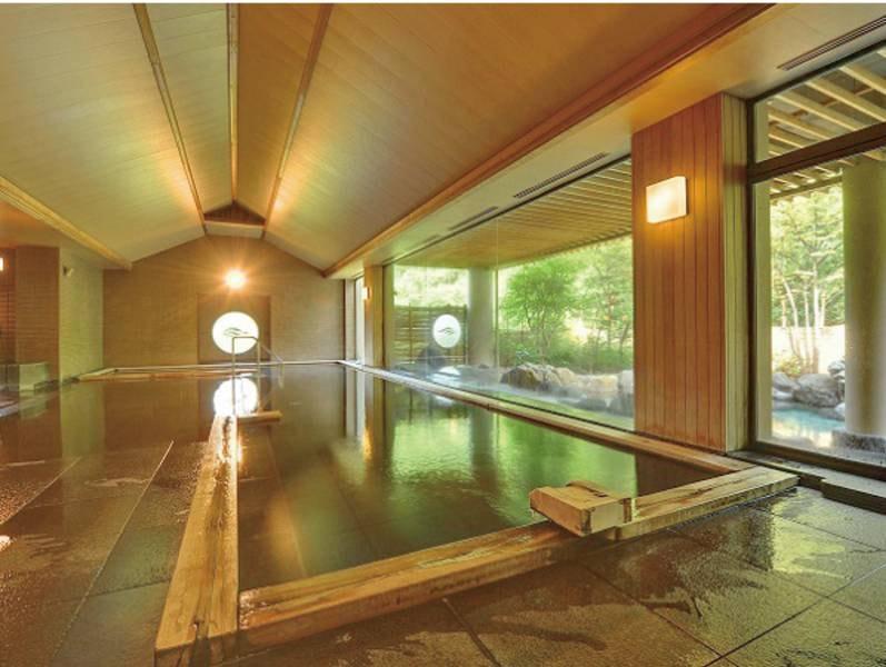 【大浴場】開湯800年の歴史を誇る名湯